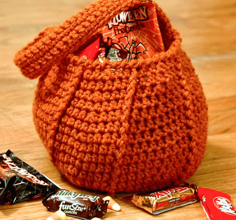 pumpkin trick-or-treat bag crochet bag pattern by petals to picots