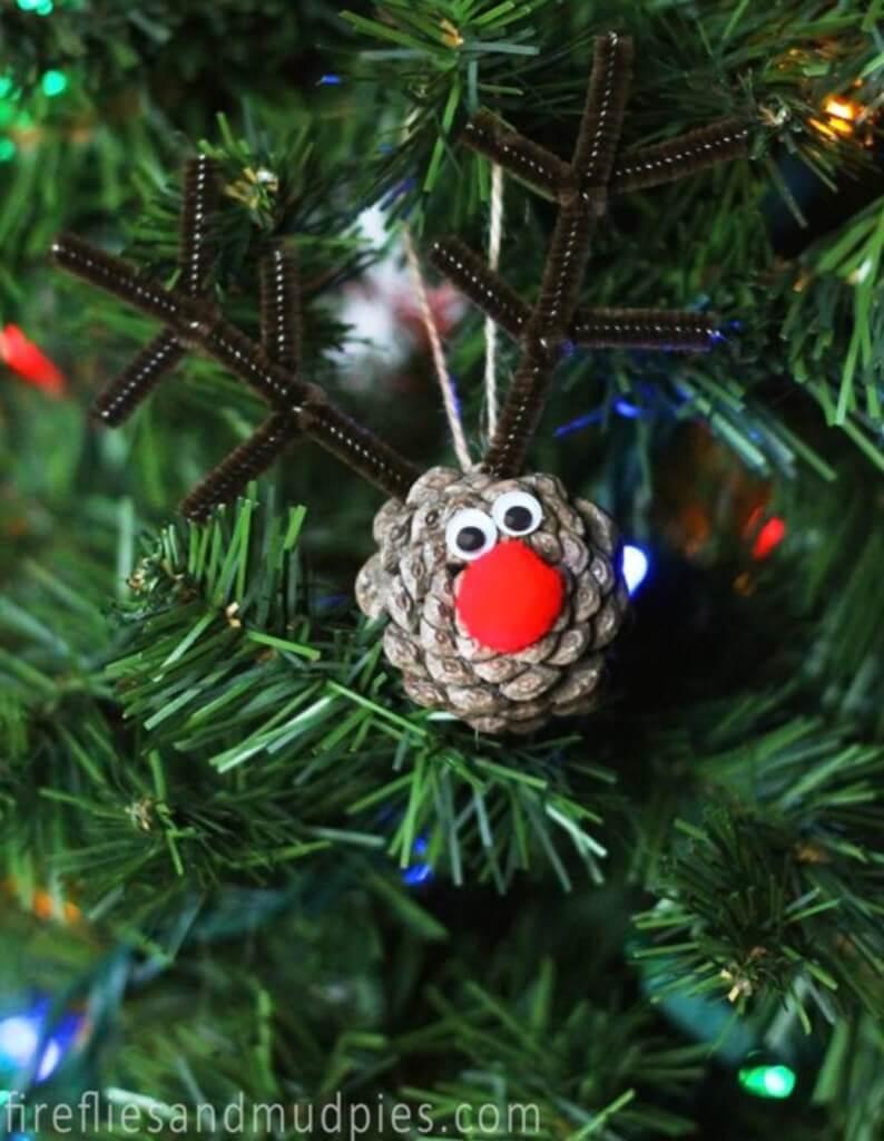 christmas pine cone crafts- reindeer ornaments