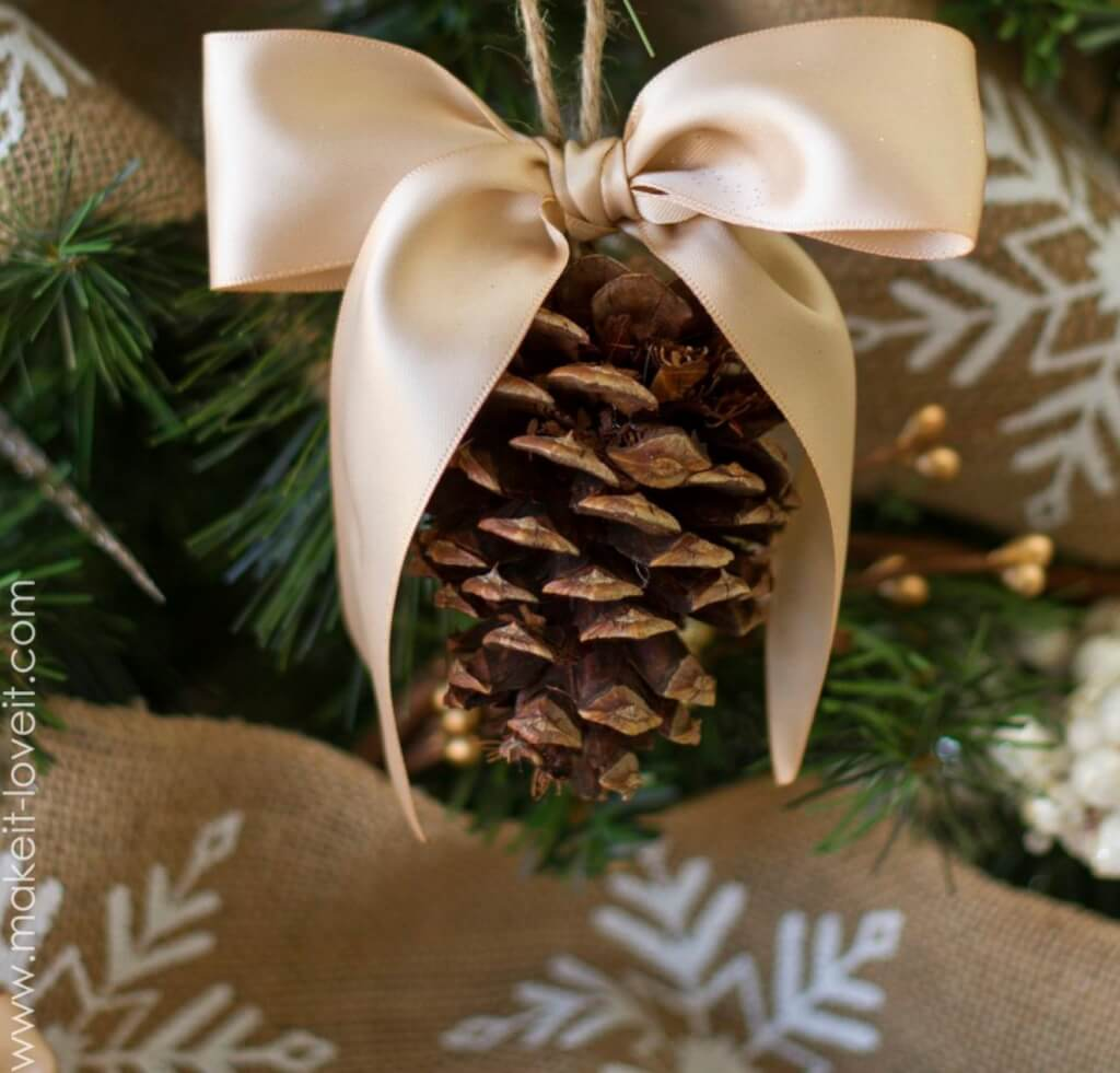 christmas pine cone crafts- pine cone bow ornaments
