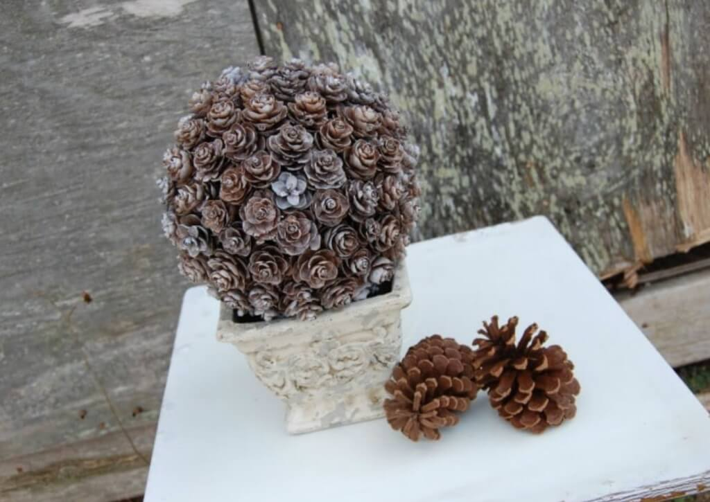 christmas pine cone crafts- pine cone topiary