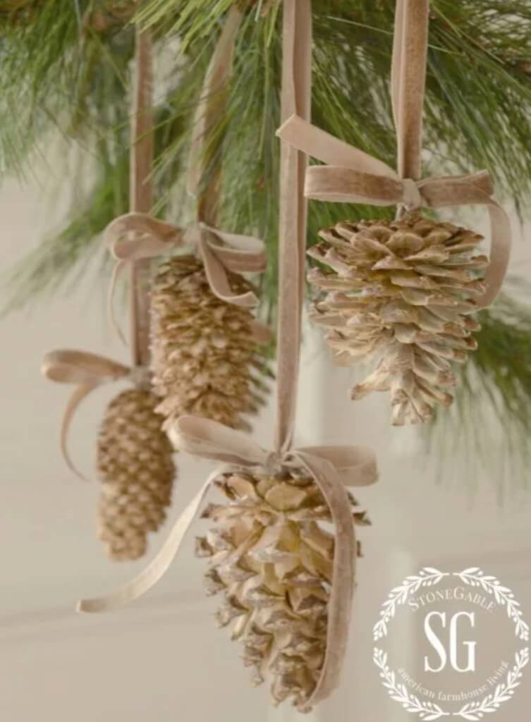 christmas pine cone crafts- bleached pine cones