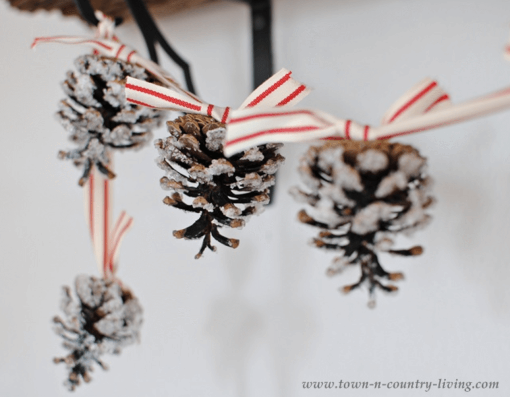 christmas pine cone crafts- pine cone carland